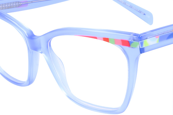 c61b8140677 Regarding to the front frames we can find the classic Cat eye shape and the  seventies inspiration.